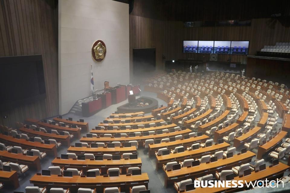 전자금융거래법 개정안이 국회 정무위원회에 상정되자 기재위에서는 이에 반하는 한국은행법 개정안을 발의했다. 사진은 국회 본회의장 모습. /사진=이명근 기자 qwe123@